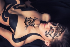 Black Tribal Ornament Nude Akt